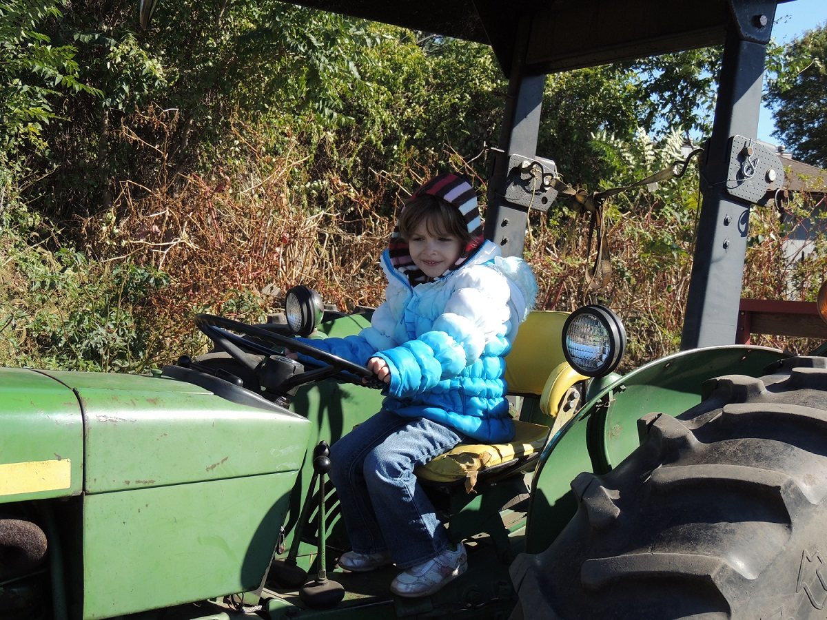 PODCAST GABBY DRIVING TRACTOR